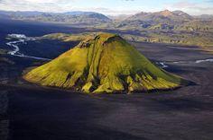 Maelifell volcano in Myrdalsjökull Glacier Park, Suðurland Beautiful Sites, Beautiful World, Beautiful Places, Places To Travel, Places To See, Europe Places, Iceland Travel, Belleza Natural, Natural Wonders