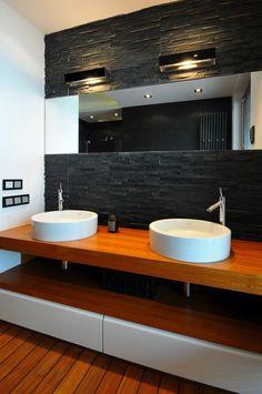 umywalki w czarnej łazience
