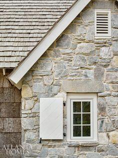 Stone Exterior Houses, Cottage Exterior, Modern Farmhouse Exterior, Stone Houses, Exterior Paint, Exterior Design, Stone Home Exteriors, Cottage Shutters, Casa Do Rock