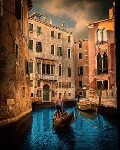 Secret spot . . . . . #winter #venezia #thefullcolors #bdteam #travel #holidays #nikoneurope #veneto #Italia #italiainunoscatto #italy #ig_italia #nikon #nikonitalia #igersitalia #ig_italy #instaitalia #italian_places #italy_vacations #beautifuldestinations #igworldclub #living_europe #ig_europa #europe_vacations #Main_Vision #kings_villages #fantastic_earth #earthfocus #wonderful_places #OurPlanetDaily
