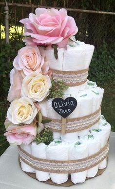 Read information on Baby shower diaper cakes. When someone is going to talk during your baby shower, Baby Shower Niño, Shower Bebe, Baby Shower Diapers, Girl Shower, Baby Shower Cakes, Shower Party, Baby Shower Parties, Baby Shower Themes, Baby Shower Gifts