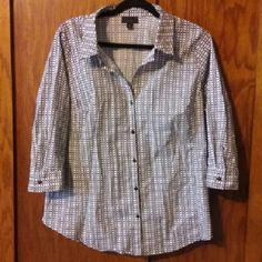 Button up blouse Like new collared 3/4 sleeved black and white patterned top. Worthington Tops Button Down Shirts