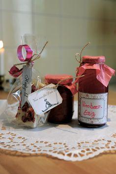 Himbeeressig und Marmelade