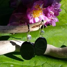 Pendientes ovalados de azabache asturiano y plata. Asturian oval earrings and silver jet.
