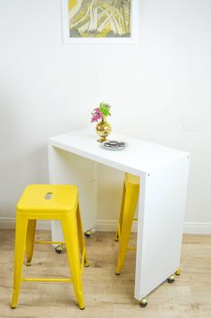 DIY rolling kitchen island from IKEA items - Shelterness Kitchen Island Ikea Hack, Kitchen Ikea, Rolling Kitchen Island, Kitchen Islands, Kitchen Hacks, Ikea Island, Small Island, Kitchen Trolley, Kitchen Layouts