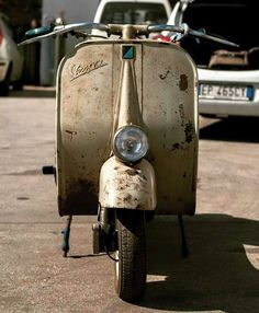 Vespa Piaggio Vespa, Lambretta Scooter, Scooter Motorcycle, Vespa Scooters, Vintage Vespa, Motor Cafe Racer, Classic Vespa, Italian Scooter, Motor Scooters