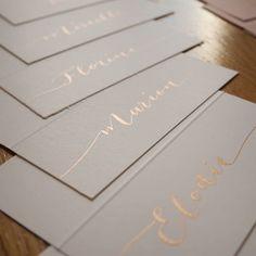 Noëlie   Calligraphique (@calligraphique) • Photos et vidéos Instagram Place Cards, Place Card Holders, Photos, Inspiration, Instagram, Weddings, Biblical Inspiration, Pictures, Inspirational