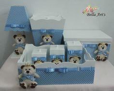 Kit higiene para bebê ursinho príncipe contendo: bandeja com 3 potes, abajur, caixa de remédios e lixeira. Fazemos nas cores e tema que o cliente desejar.
