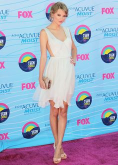 Best dressed - Teen Choice Awards 2012: Taylor Swift in Maria Lucia Hohan