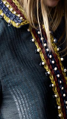 Burberry. Crochet collar.