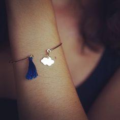 Bracelet jonc avec nuage et pompon bleu marine : Bracelet par eliseetmoi