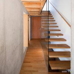 Сквозная лестница из массива