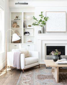 Fireplace Bookshelves, Fireplace Built Ins, White Fireplace, Living Room With Fireplace, Fireplace Surrounds, Fireplace Design, Living Room Bookshelves, Bedroom Fireplace, Fireplace Mantle