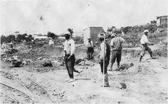 Rabat  Mosquée  Aux environs de Rabat : travailleurs marocains défrichant le sol pour la construction d'une nouvelle route  1916.05.12
