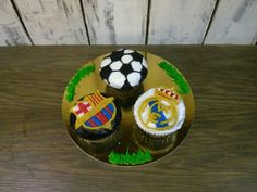 """Barça vs. Real Madrid"" cupcakes by Maria von Bernard"