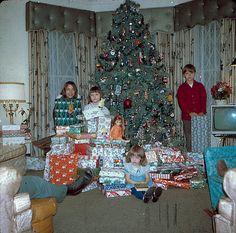 Ton O' Presents 1970 Christmas, Chicago. Old Time Christmas, Ghost Of Christmas Past, Christmas History, Old Fashioned Christmas, Christmas Scenes, Christmas Morning, Christmas Tree, Chicago Christmas, Bohemian Christmas