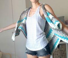 Caron Cake Triangle Shawl/Scarf - The Versatile Vest! Caron Cakes, Summer Sweaters, Crochet Woman, Knit Crochet, Crochet Crafts, Free Pattern, Triangle, Tatting, Shawl