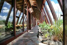 http://earthship.com/blogs/wp-content/uploads/2015/07/Waybee-greenhouse.jpg