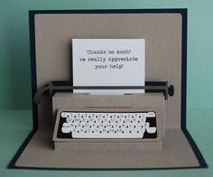 Tarjeta pop-up de máquina de escribir por PeadenScottDesigns