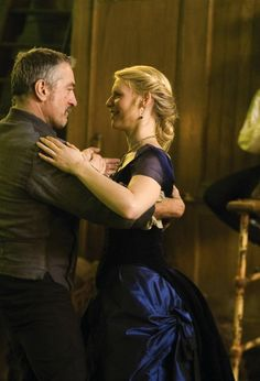 Robert De Niro as Captain Shakespeare and Claires Danes as Yvaine in Stardust (2007).