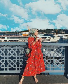 Hijab I want to thank you very much when I uploaded the video that I uploaded yesterday, yet I really can& share it with you,… you can find simil. Hijab Chic, Casual Hijab Outfit, Hijab Dress, Hijab Fashion Summer, Muslim Fashion, Modest Fashion, Modest Dresses, Modest Outfits, Simple Dresses