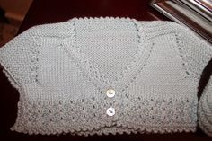 "Vistiendo a mi nieta: Rastrillo en Badajoz.."".Conjunto celeste"" Baby Knitting Patterns, Knitting For Kids, Crochet Stitches, Knit Crochet, Baby Cardigan, Baby Wearing, Baby Dress, Knitwear, Free Pattern"