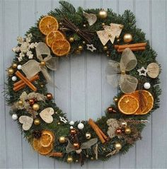 Rustic Natural Fruits Wreath Winter Decoration – Welcome My World Natural Christmas, Christmas Mood, Noel Christmas, Christmas Crafts, Christmas Ornaments, Christmas Ideas, Holiday, Diy Centerpieces, Christmas Centerpieces