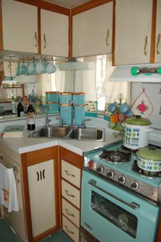 so cute! Vintage trailer and vintage kitchen.