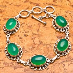 'Vibrant Real Green Onyx Bracelet!  So beautiful!' is going up for auction at  5pm Mon, Aug 27 with a starting bid of $7.