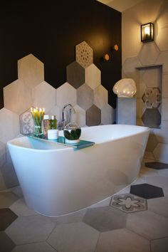beautiful bathroom with island bath in front of black wall with hexagonal tile that draws waves in brown gray beige colors … bathtub bench with candles and concrete pad for decorative lighting sculpture! Source by koyarchitecture Bathtub Tile, Luxury Bathtub, Bathrooms Remodel, Shower Stall, Bathroom Decor, Bathroom Remodel Designs, Beautiful Bathrooms, Tile Remodel, Hexagon Decor