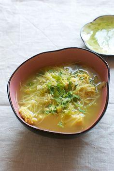 Sopa de pollo y fideos de arroz, receta oriental con Thermomix « Thermomix en el mundo