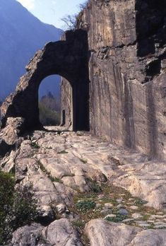 La strada romana delle Gallie a Donnas, Valle d'Aosta  #aosta #aostavalley #alps