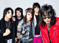 Falling in reverse I feel like Ron ficarro got the short end of the stick :(