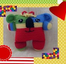 What a fun, colourful, cuddly koala!    I love the patchwork effect, it gives such character to this little creature :)   {free crochet pa...