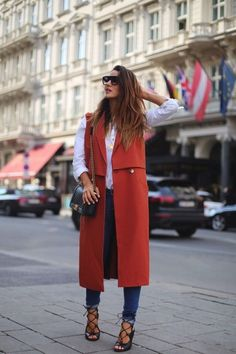 Wat een leuke mouwloze duster coat! Ook nog op zoek naar zo'n leuk jasje? Je vindt 'm op Aldoor in de uitverkoop! #mode #dames #vrouwen #vest #jas #jack #women #fashion #duster #coat #jacket #sale