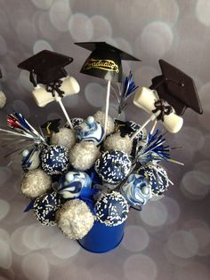 Graduation cake pops Graduation Cake Pops, Graduation Treats, Graduation Theme, Graduation 2015, College Graduation, Apple Cake Pops, Cake Pop Displays, Strawberry Topping, Party Finger Foods