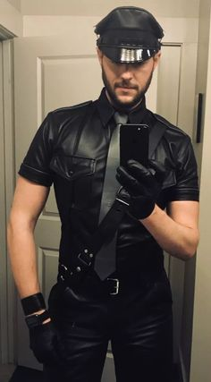 Just a Leather addicted Guy From Germany: Photo Biker Leather, Leather Men, Leather Jacket, Black Leather, Leather Fashion, Mens Fashion, Leder Outfits, Suit Shirts, Men In Uniform