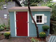 Shed makeover--Get the details of this fix up over at  Shabby Glam.