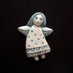 Home Crafts, Diy And Crafts, Clay Projects For Kids, Clay Owl, Ceramic Angels, Clay Figures, Christmas Art, Ceramic Pottery, Interior Design Living Room