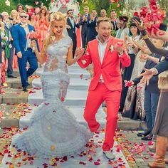 """Ровно 3 года назад прошла наша свадебная вечеринка! А кажется как будто вчера женихи спрашивали меня глядя на мой костюм: """"а так можно было?""""!!! Было очень круто и мы часто вспоминаем этот день! Здорово, что про него помнят наши друзья и поздравляют! Свадьба-это супер праздник!"""