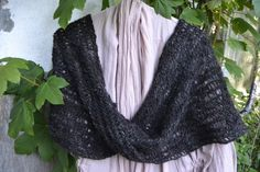 Needlebound / nalbound moebius scarf made from 170 grams of handspun wool yarn (and unknown stitch), by Bodil Christensen. Posted [in Danish] 2015-05-31 in her blog vild med uld (Wild with wool). Please see original link for more photos!
