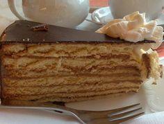 Torta del príncipe Regente,  pertenece a la repostería alemana y su nombre en alemán es Pronzregentenetorte.  Torta muy antigua que surge como re