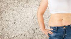 Nadměrná tvorba tuku na bocích vynikne především v případě, kdy ženy a dívky nosí obepnuté bokové kalhoty utažené páskem.