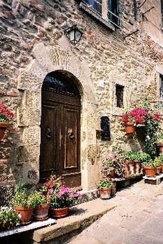 Beautiful entrance in Tuscany, entrance with flowers, streets of Cortona