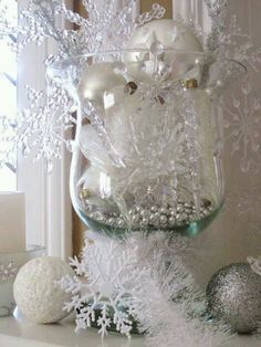Elegant Christmas or Winter Décor. Nicely done!