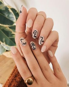 People are painting their nails like Picasso paintings, and honestly, they look pretty cool. People Are Painting Their Nails Like Picasso Paintings, And Honestly, It Looks Pretty Cool. Minimalist Nails, Cute Nails, Pretty Nails, Picasso Nails, Nails Kylie Jenner, Neutral Nail Art, Neutral Colors, Nagel Blog, Fall Nail Art Designs