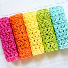 Learn step-by-step how to make a crochet dishcloth herringbone pattern . This is a simple pattern and great for beginners using the basic crochet stitches of Double Crochet and Half Double Crochet - if you can make those stitches, you can make these! Crochet Bows, Crochet Crafts, Crochet Projects, Crochet Flowers, Free Crochet, Crochet Headbands, Yarn Crafts, Basic Crochet Stitches, Crochet Basics