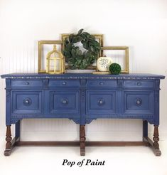 Kelly Zellman used Chalk Paint® by Annie Sloan in Napoleonic Blue, finished with Black Chalk Paint® Wax and a dusting of Gold Gilding Wax to create this atmospheric side board, perfect against a neutral background. What a pop of colour! Furniture Update, Blue Furniture, Chalk Paint Furniture, Vintage Furniture, Furniture Makeover, Blue Chalk Paint, Annie Sloan Chalk Paint, Painted Pianos, Painted Dressers