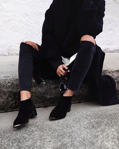 All black everything  // @senso boots, #Celine shades
