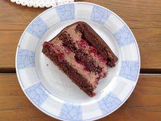 Čokoládový dort s višněmi Fresh Strawberry Cake, Strawberry Puree, White Buttercream, Buttercream Wedding Cake, Cut Strawberries, White Wedding Cakes, Cake Trends, Wedding Cake Decorations, Cake Tutorial